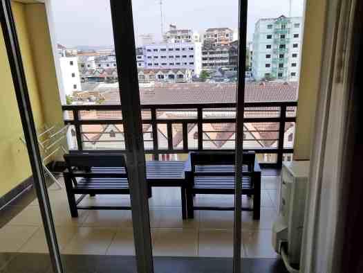 thailand-pattaya-hotel-golden-sea-balcony