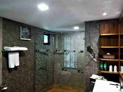 th-phuket-hotel-naiyang-bathroom (3)