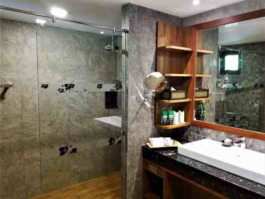 th-phuket-hotel-naiyang-bathroom