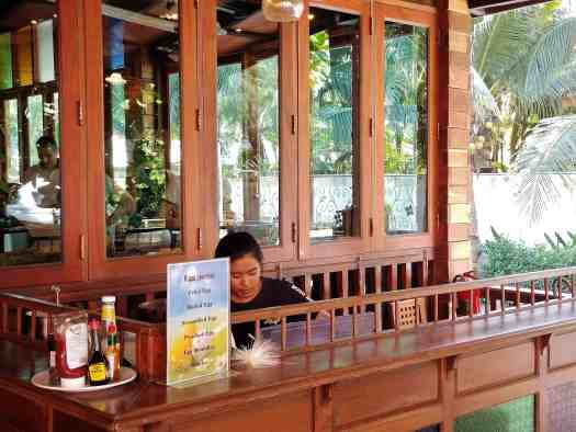 th-phuket-hotel-naiyang-breakfast-buffet-egg-station