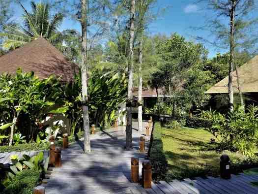 th-phuket-hotel-naiyang-grounds (2)