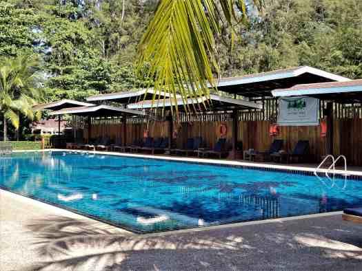 th-phuket-hotel-naiyang-swimming-pool(2)