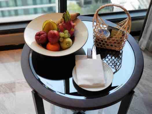 image-of-bangkok-marriott-marquis-queens-park-deluxe-hotel-room-fruit-basket