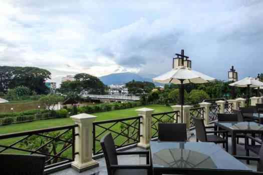 terrace-at-holiday-inn-chiang-mai-thailand