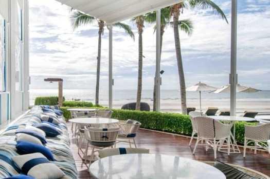 terrace-overlooking-ocean-at-ntercontiental-hua-hin-in-thailand