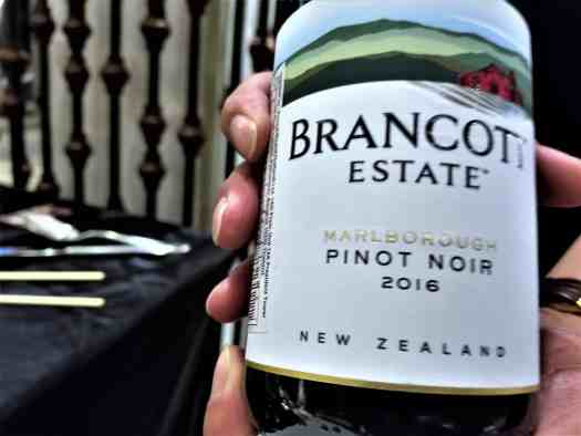 image-of-new-zealand-pinot-noir-wine-bottle