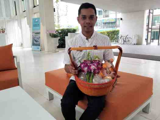image-of-buddhist-devotee-carrying-basket-of-alms