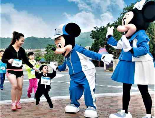 image-of-mickey-and-minnie-mouse-greeting-children-at-10K-disneyland-marathon