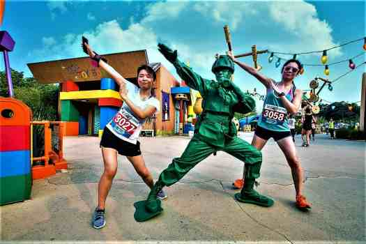 image-of-disney-character-posing-with-runners-at-10K-disneyland-marathon