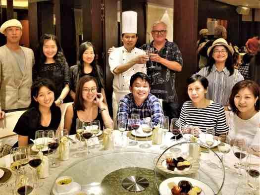 image-of-diners-at-hong-kong-restaurant-serving-cantonese-food