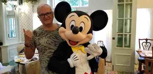 image-of-travel-blogger-and-mickie-mouse-at-hong-kong-disneyland-hotel-enchanted-garden-