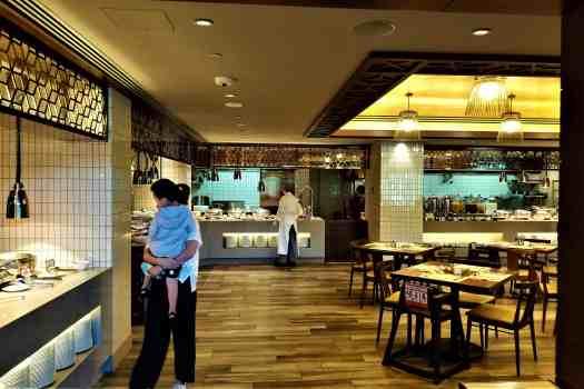 image-of-hong-kong-disneyland-hotel-breakfast-bufffet
