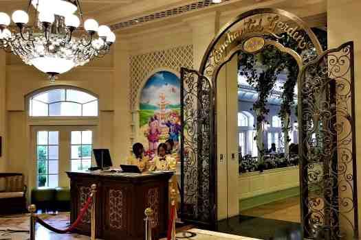 image-of-hong-kong-disneyland-hotel-international-restaurant