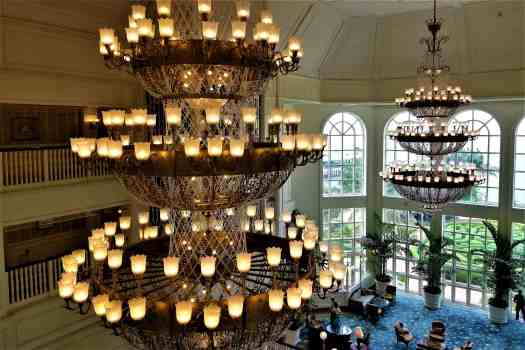 image-of-hong-kong-disneyland-hotel-lobby-chandelier