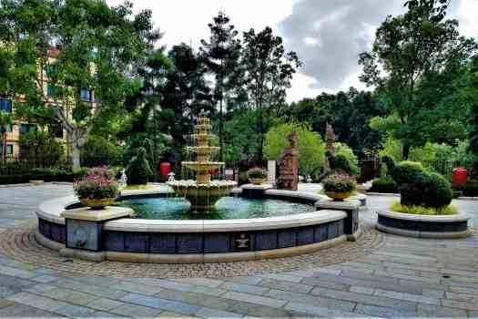 image-of-explorers-lodge-hong-kong-disneyland-hotel-fountain