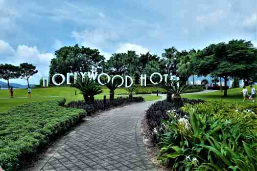 image-of-hollywood-hotel-signage-in-garden