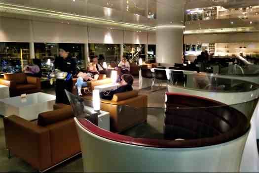 70daa-hkia-cx-business-class-lounge-14.jpg