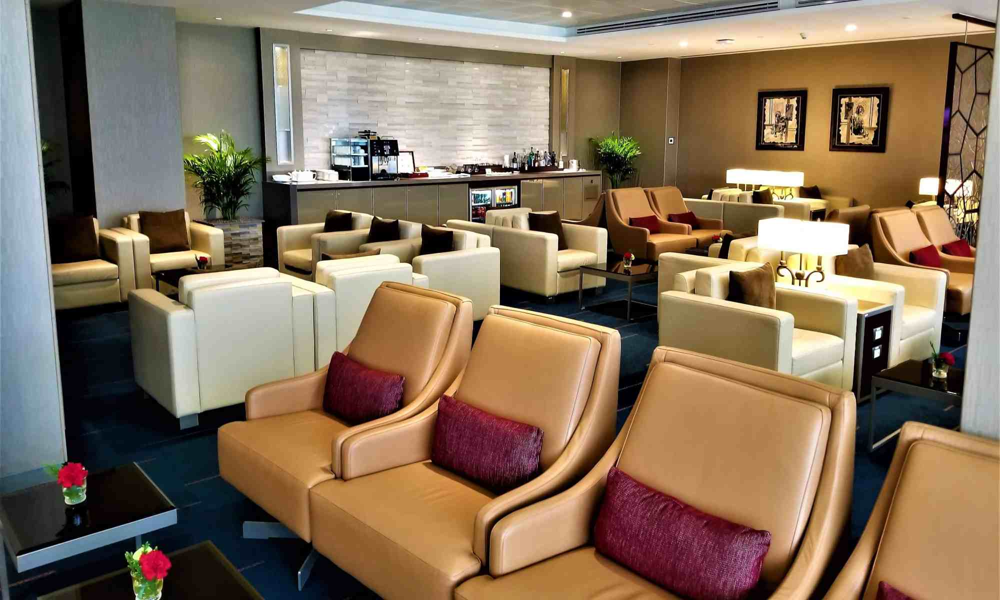 image-of-emirates-airline-lounge-seating-at-bangkok-airport-