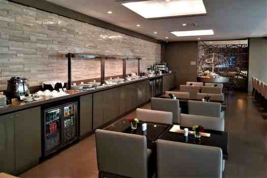 image-of-emirates-airline-lounge-dining-area-at-bangkok-airport-