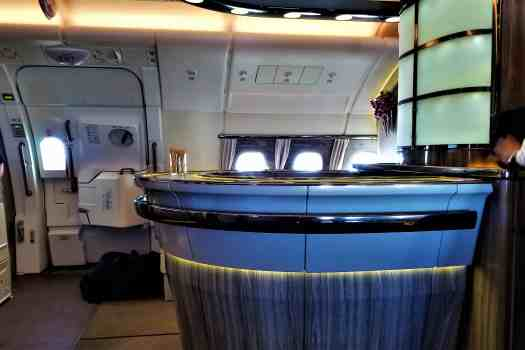 image-of-emirates-airline-in-flight-bar
