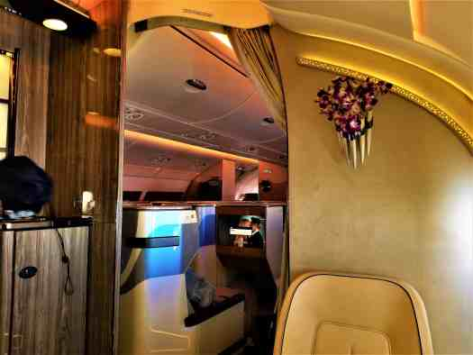 image-of-emirates-airline-business-class-in-flight-lounge