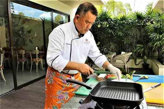 image-of-thai-chef-preparing-ingredients