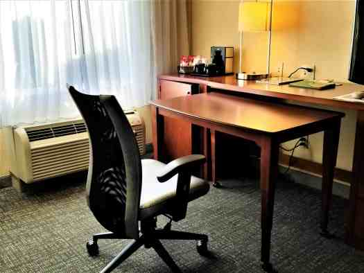 image-of-courtyard-marriott-sacramento-cal-exp-pull-out-table