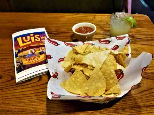 image-of-sacramento-restaurant-luis-jrs-mexican-food-tortilla-chips-salsa-margarita