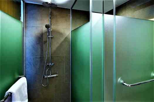 bathrooms at travelodge dongdaemun in seoul korea have large walk-in showers