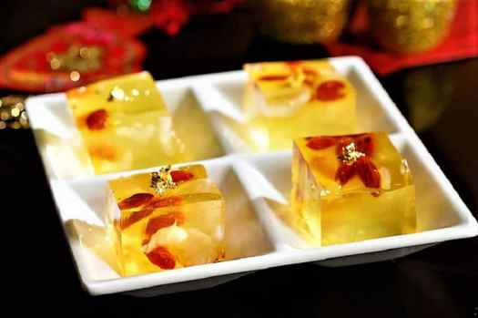 CNY-NWMHK_Tao Li_Chilled puddings with dried longans, wolfberries and gold leaf 鴻運當頭 (金箔杞子圓肉凍糕)-min