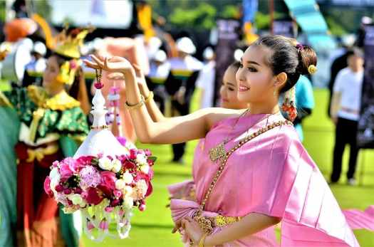 thai-dancers-open-elephant-boat-races-in-bangkok