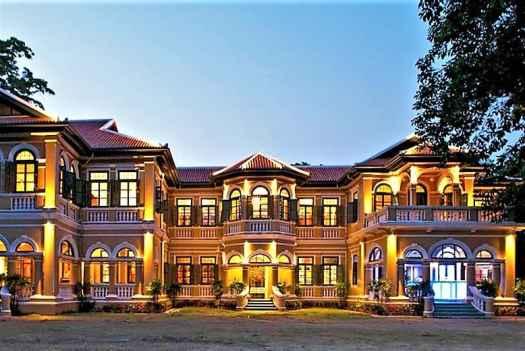 exterior-of-blue-elephant-thai-restaurant-in-thailand-phuket