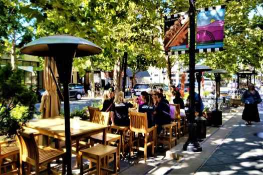 sidewalk-cafe-on-castro-street-in-downtown-mountain-view-california