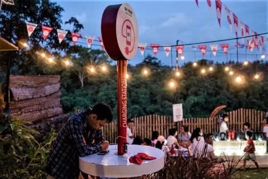 chargiing-station-at-bali-food-festival