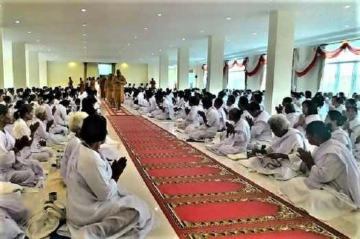 Buddhist-devotees-on-Visakha Bucha-Day.