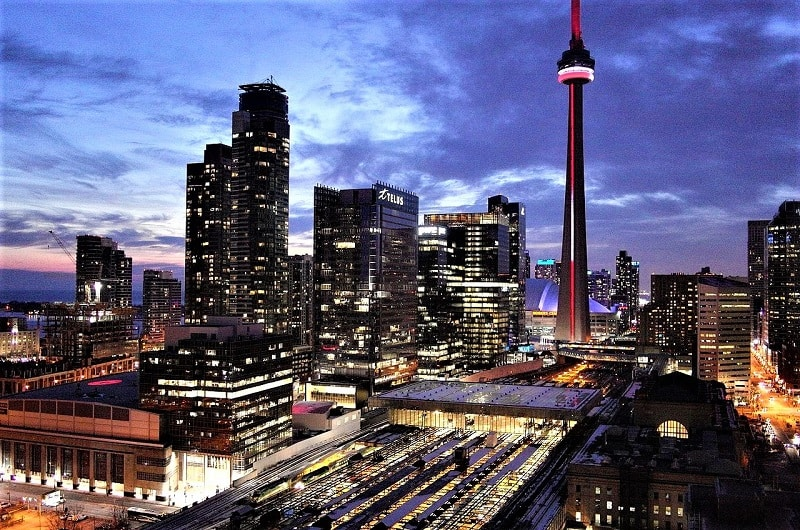 downtown-toronto-night-view-with-scotiabank-center
