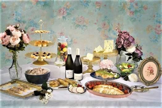 cafe-renaissance-in-hong-kong-serves-loire-dinner-buffet