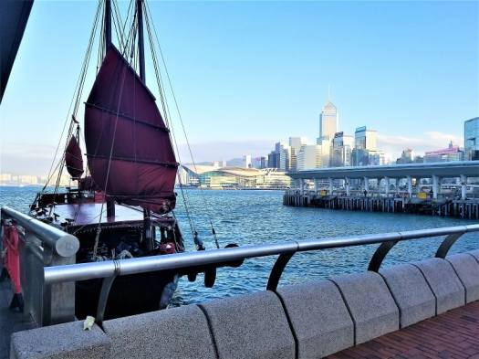 hong-kong-victoria-harbour-skyline-and-chinese-junk