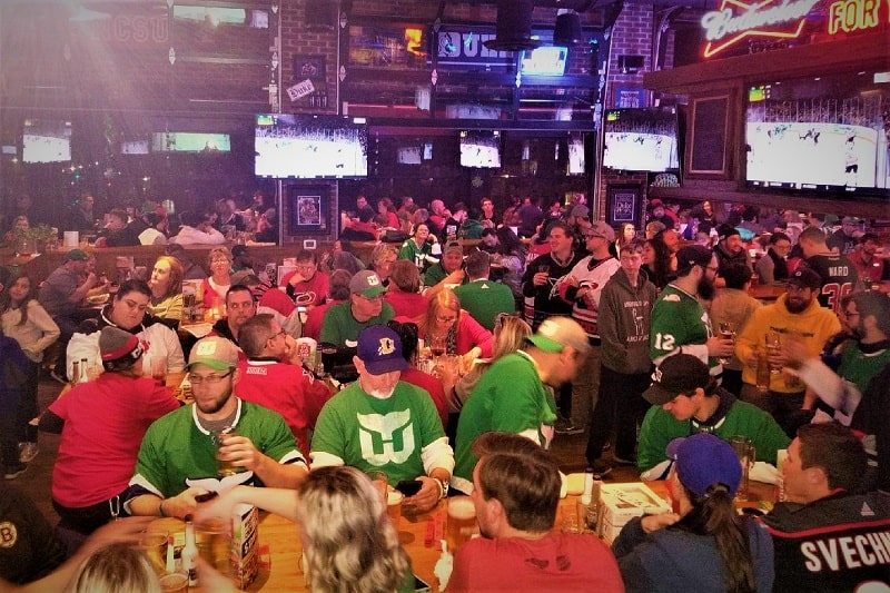 sports-fans-at-carolina-ale-house-in-raleigh-north-caroline