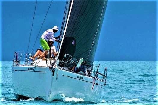 yachting-off-koh-samui-thailand
