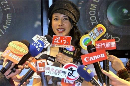 karen-mok-being-interviewed-in-taipei