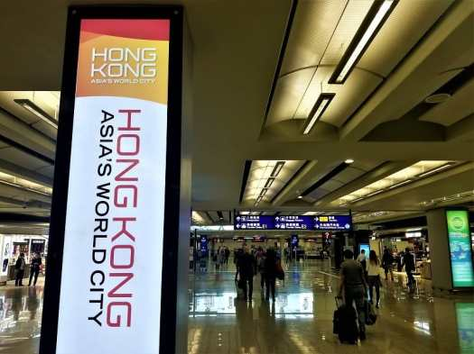 arrival-sign-at-hong-kong-airport