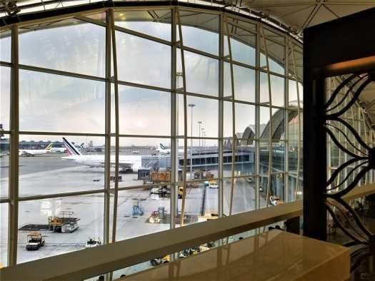 tarmac-view-from-hong-kong-airport-lounge