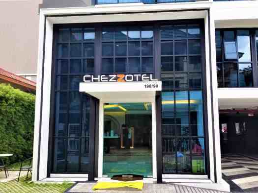 chezzotel-pattaya-hotel-entrance