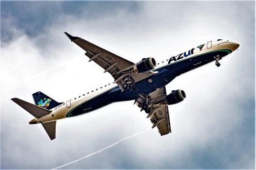 Embraer E-195 of Azul Brazilian Airlines landing at Congonhas Airport CGH), Sao Paulo