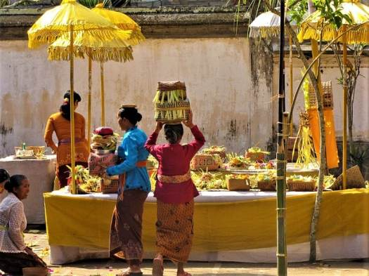 leaving-temple-following-balinese-festival