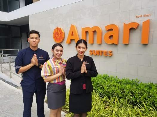 staff-welcomng-hotel-guest-at-amari-suites