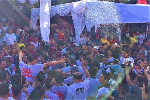 bali-Omed-Omedan-Festival