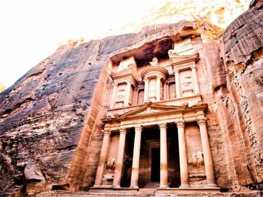 treasury-building-in-petra-joran-carved-out-of-stone