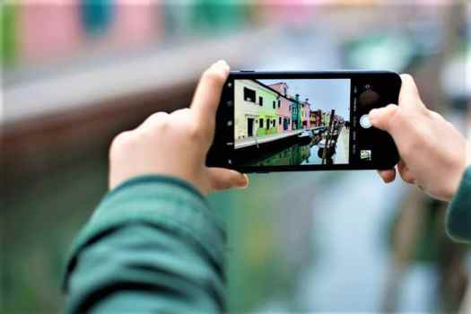 photo-taking-on-canal-in-venice